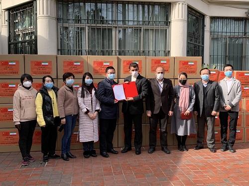 支援抗击新冠肺炎疫情 上海市四川商会向伊朗捐赠22万只口罩