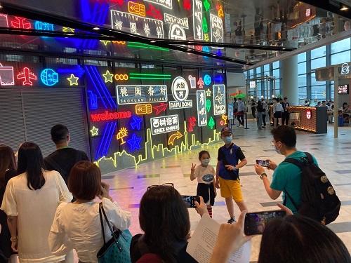 """上海虹桥机场暑期促销众多一线品牌""""折上折"""""""